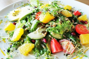Apelsini-avokaado salat