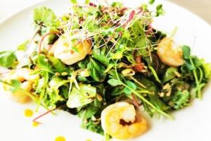 Kuningkrevetid salatil